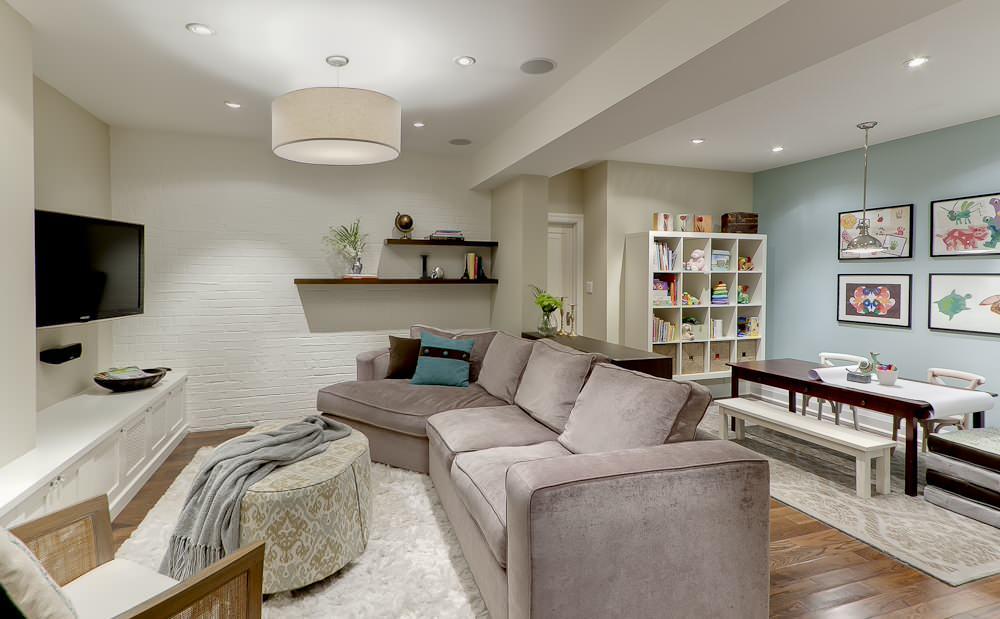 idee-salle-de-sejour-amenagement-luxueuse-vaste-tapis-salon-shaggy-blanc-