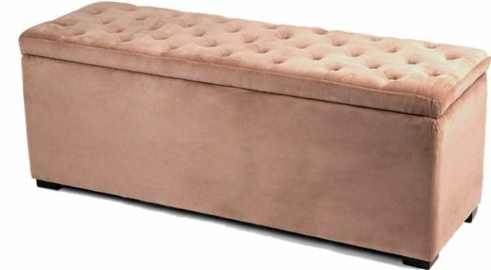 joli-banquette-bout-de-lit-rose-dans-la-chambre-a-coucher-meuble-rose-cendré