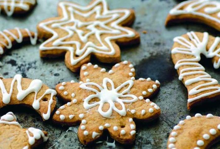joli-biscuit-de-noel-en-forme-d-etoiles-comment-decorer-la-table-de-noel-avec-biscuits