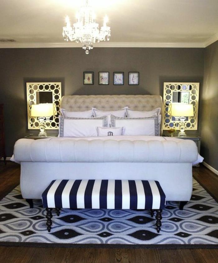 joli-chambre-a-coucher-avec-tete-de-lit-captionnée-en-cuir-blanc-et-lustre-blanc-tapis-blanc-noir