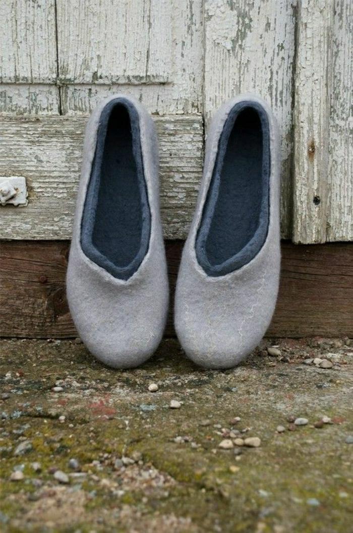 joli-charentaise-homme-de-couleur-gris-pour-les-hommes-comment-choisir-les-charentaises-homme