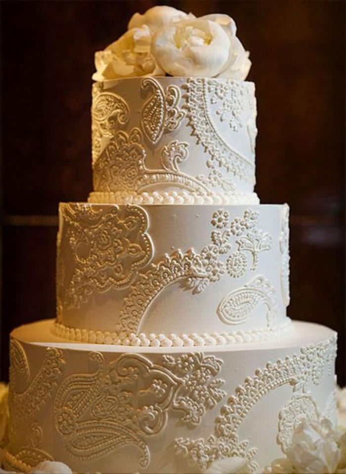 joli-decoration-pour-le-gateau-de-mariage-pièce-montée-coux-mariage-wedding-cake-blanche