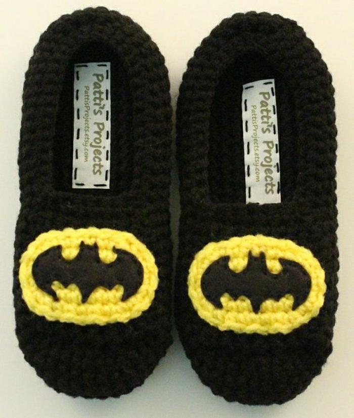 joli-design-de-charentaise-homme-tricote-de-couleur-noir-pantoufles-homme