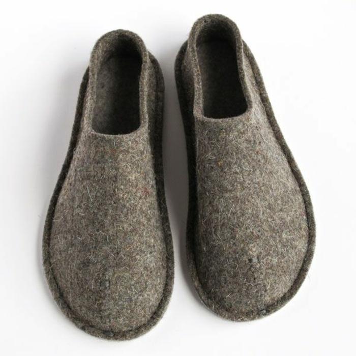 joli-design-de-chausson-isotoner-gris-pour-les-hommes