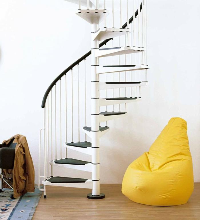 joli-escalier-demi-tournant-blanc-dans-l-interieur-moderne-et-chic-chaise-jaune