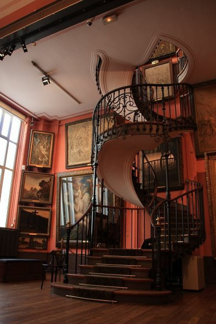 joli-escalier-tournant-avec-rambarde-en-bois-foncé-escalier-quart-tournant-en-bois-foncé