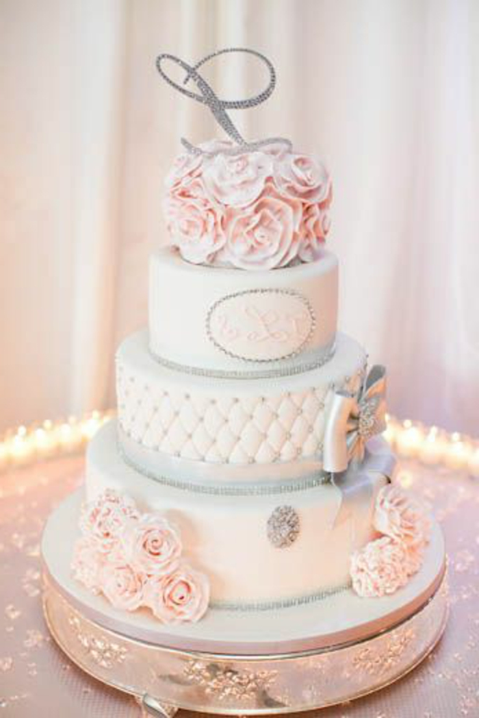 Wedding Cake Blanc Rouge Or