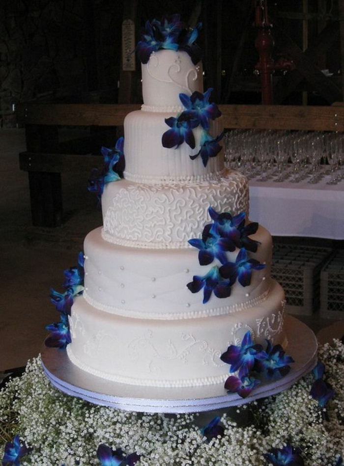 Rouge Et Bleu Wedding Cake