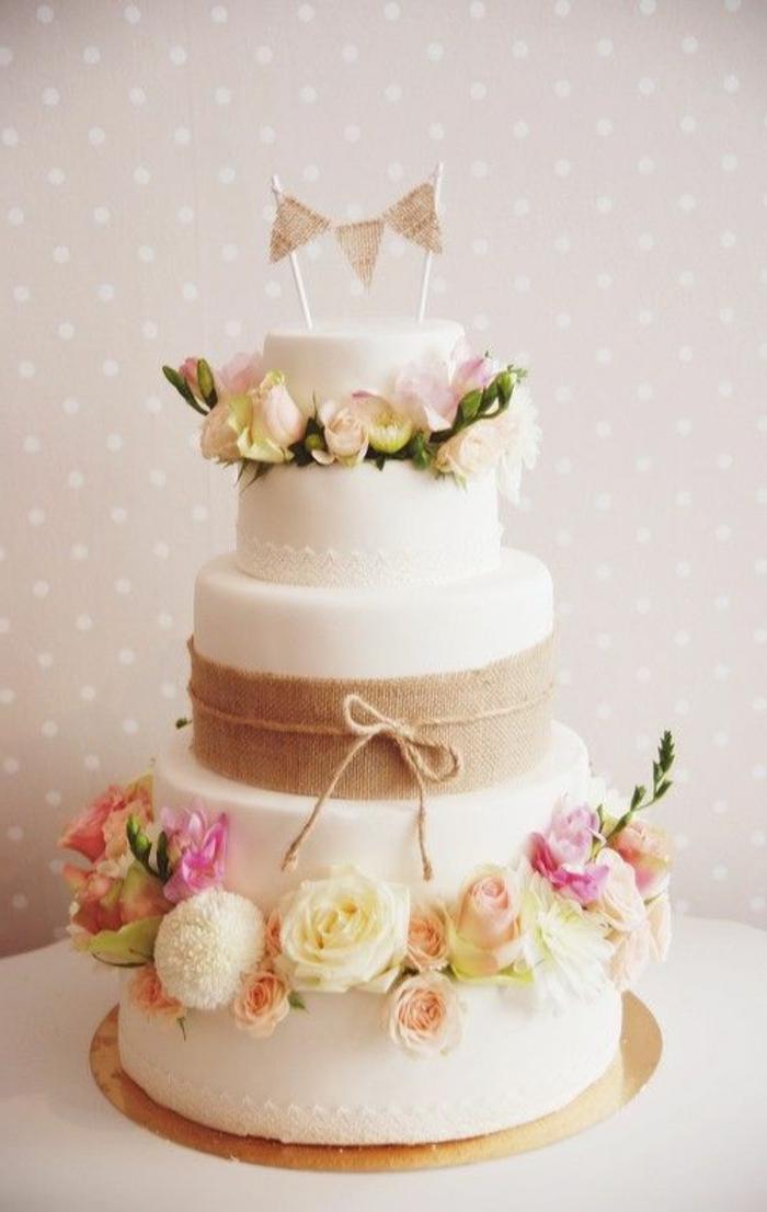 joli-gâteau-de-mariage-a-faire-vous-memes-joli-wedding-cake-avec-decoration-de-mariage