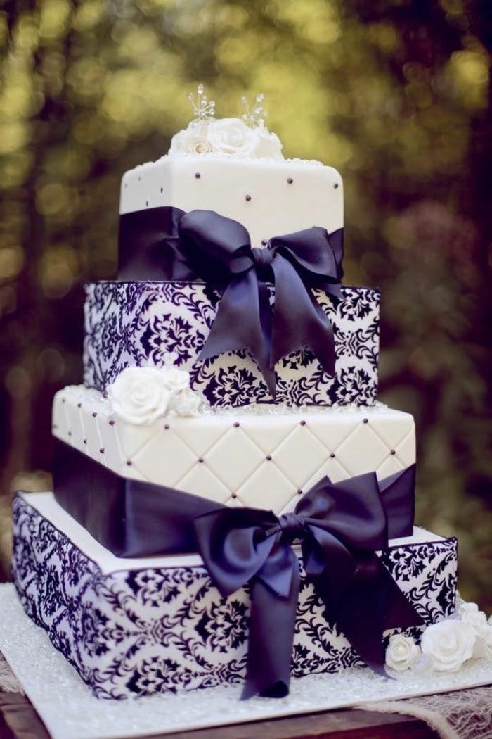 joli-gateau-mariage-avec-rubain-violet-et-decoration-blanche-gateau-de-mariage