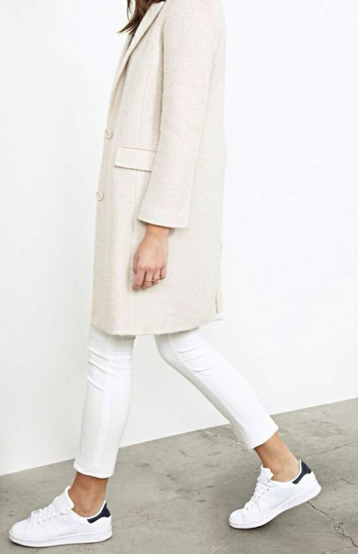 joli-manteau-d-hiver-de-couleur-blanc-comment-etre-a-la-mode-joli-manteau-moderne