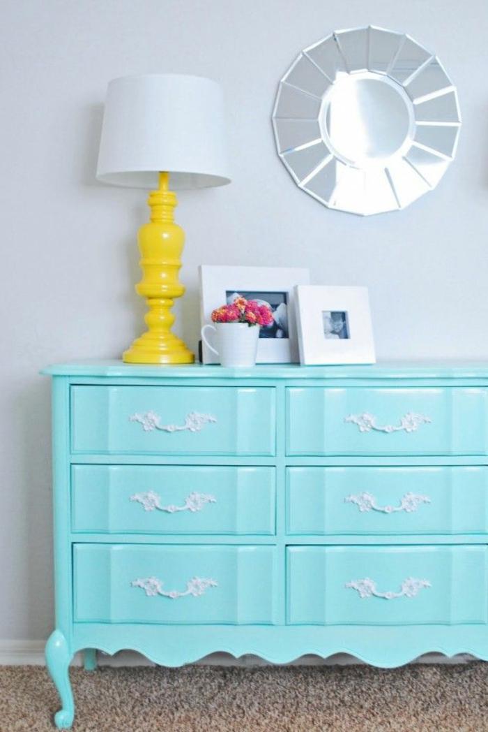 joli-meuble-de-couleur-bleu-clair-meuble-d-interieur-moderne-relooker-un-meuble-en-bois