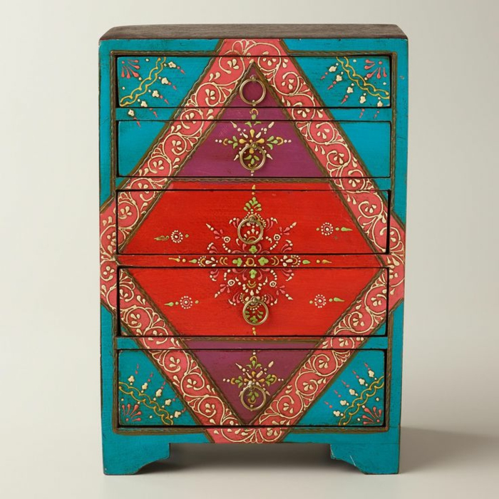 joli-meuble-en-bois-ave-beaucoup-de-couleurs-comment-repeindre-les-meubles-patines