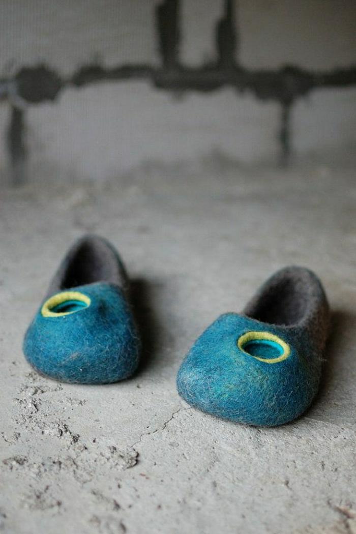 joli-pantoufles-homme-de-couleur-bleu-clair-chausson-isotoner-comment-les-choisir