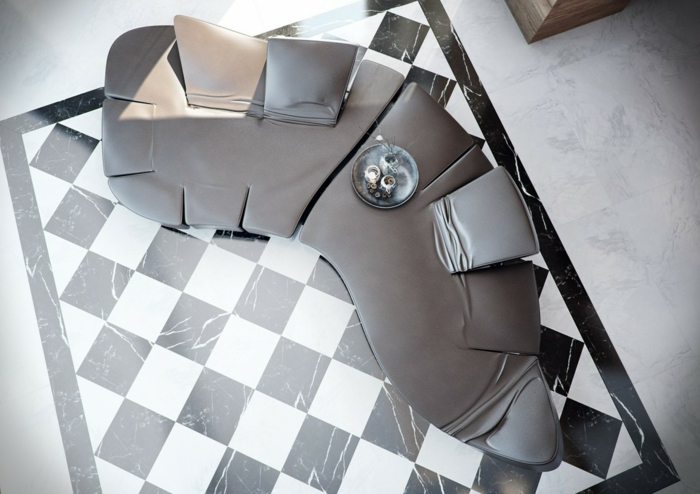 joli-salon-avec-carrelage-damier-noir-et-blanc-pour-le-salon-moderne-avec-canape-en-cuir