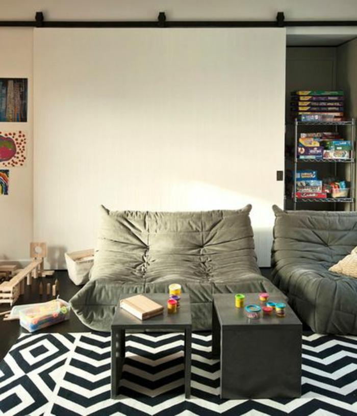 joli-salon-blanc-gris-noir-avec-chauffeuses-bultex-gris-et-tapis-a-rayures-blanches-noires