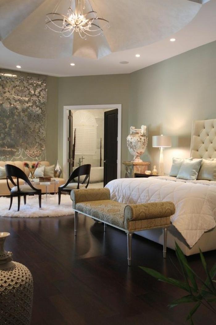 joli-tete-de-lit-matelassée-dans-la-chambre-a-coucher-retro-chic-et-sol-en-parquet-foncé-lit-capitonné