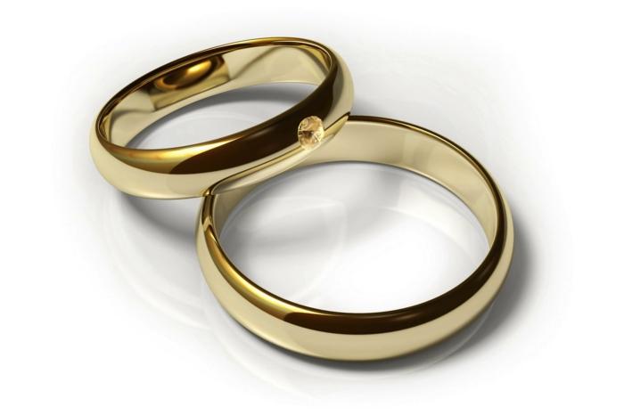 jolie-bague-de-mariage-en-or-bague-mariage-cartier-pour-lui-et-pour-elle