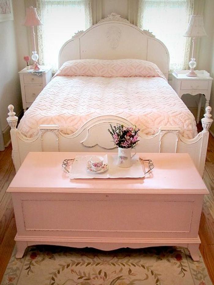 jolie-bout-de-lit-coffre-en-bois-rose-et-chambre-a-coucher-moderne-lit-dans-la-chambre-a-coucher-adulte