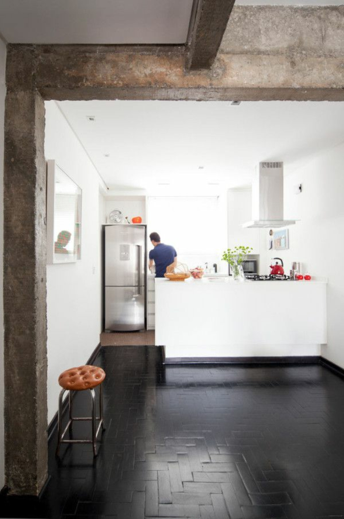 jolie-cuisine-retro-chic-dans-la-cuisine-moderne-avec-bar-de-cuisine-blanche-et-plafond-blanc