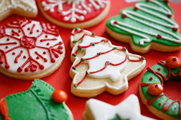 jolie-idee-pour-recett-de-biscuit-de-noel-en-forme-de-sapin-pour-decorer-la-table