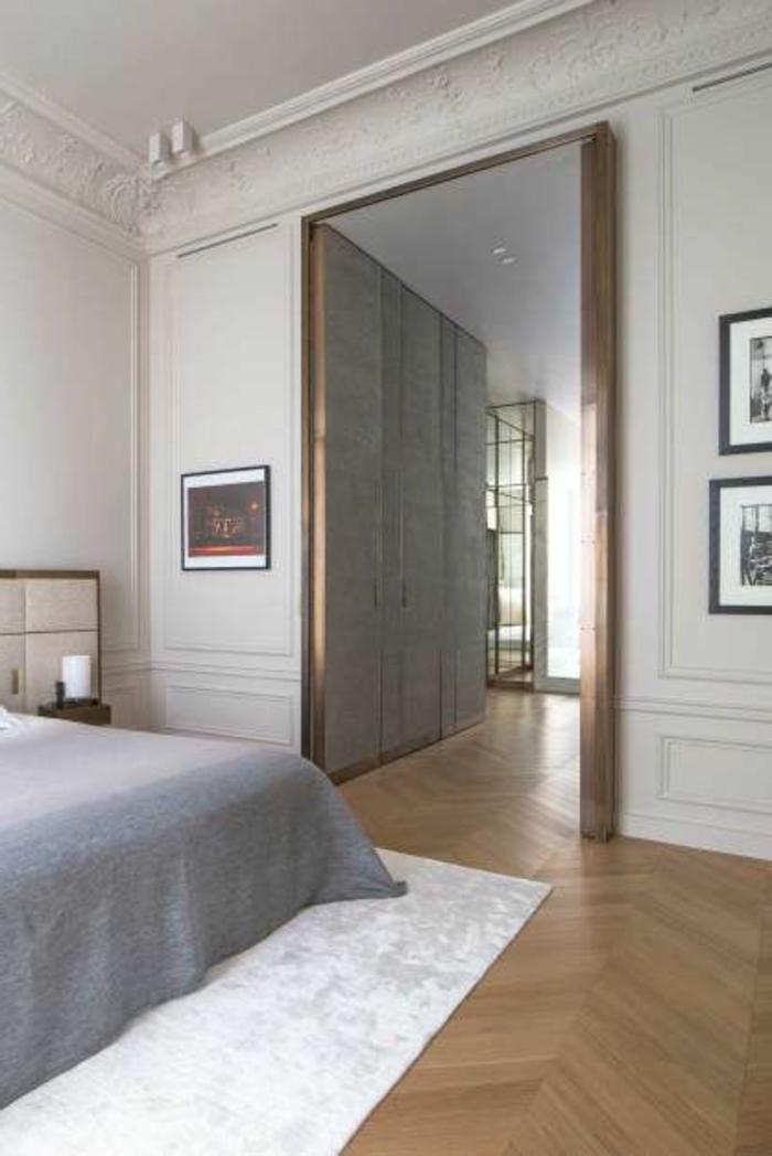 jolie-moulures-decoratives-et-corniche-plafond-pour-la-chambre-a-coucher-de-style-retro-baroque