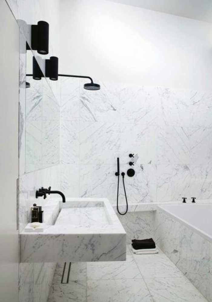 jolie-salle-de-bain-blanche-en-marbre-salle-de-bain-en-marbre-de-couleur-blanche