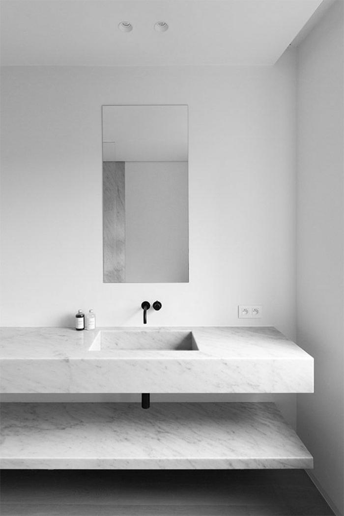 jolie-salle-de-bain-en-marbre-blanche-pour-avoir-la-meilleure-salle-de-bain-blanche