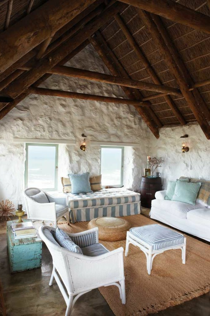jolie-salle-de-sejour-de-style-rustique-maisons-familiales-de-vacances-avec-belle-vue