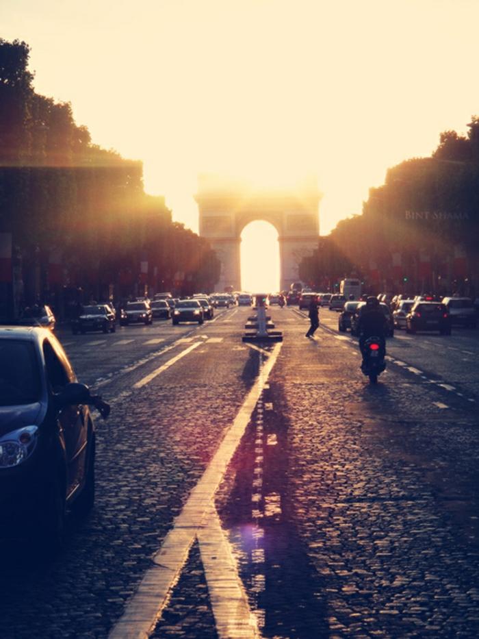la-balade-insolite-paris-balades-à-paris-paris-la-nuit-balade-arc-de-triumphe-vue-de-champs-elysée