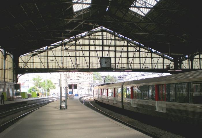la-balade-insolite-paris-balades-à-paris-paris-la-nuit-balade-gare-de-saint-lazar