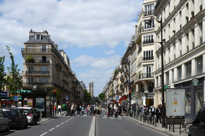 la-balade-insolite-paris-balades-à-paris-paris-la-nuit-balade-rue-pres-du-louvre