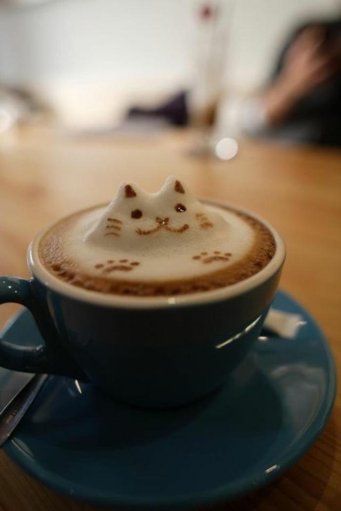 la-beaute-des-tasses-à-café-bodum-bleu-pour-boire-le-cafe-avec-du-style