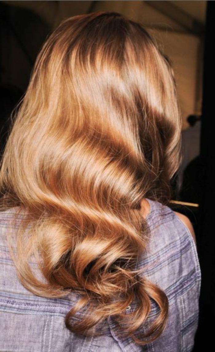 la-meilleure-couleur-de-cheveux-blond-cuivré-pour-les-femmes-modernes-avec-cheveux-longs
