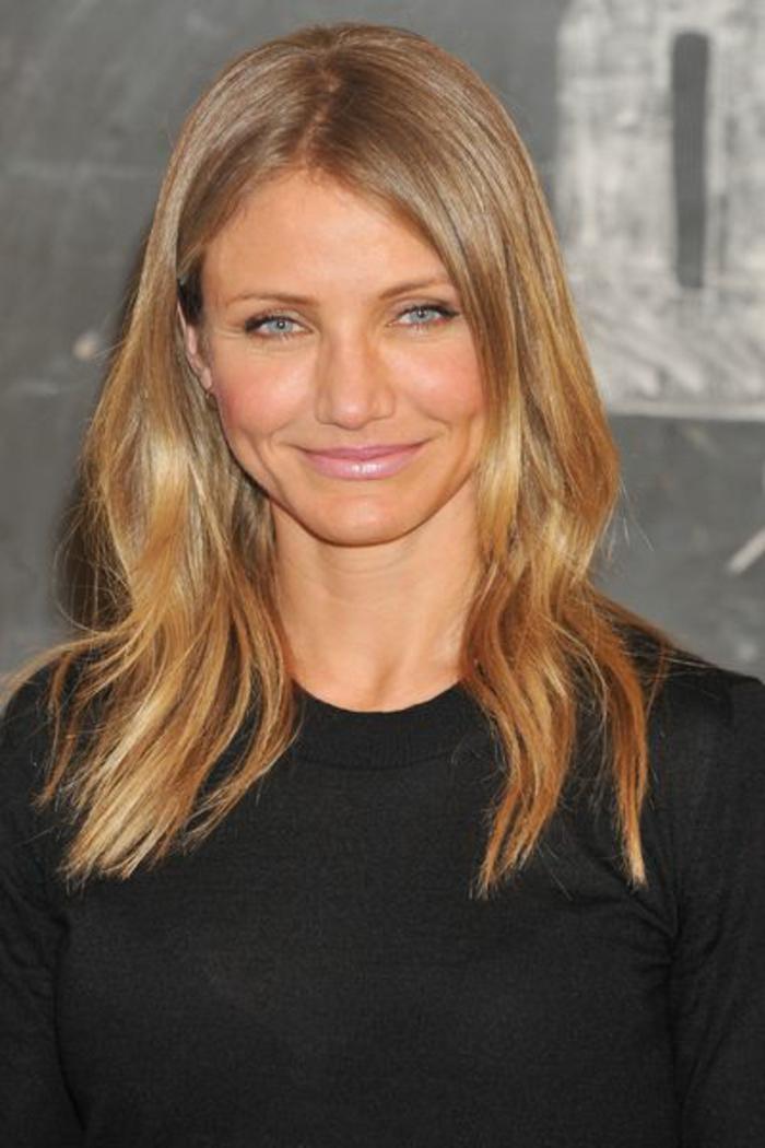 la-meilleure-couleur-de-cheveux-blond-cuivré-pour-les-femmes-modernes-avec-cheveux-mi-longs