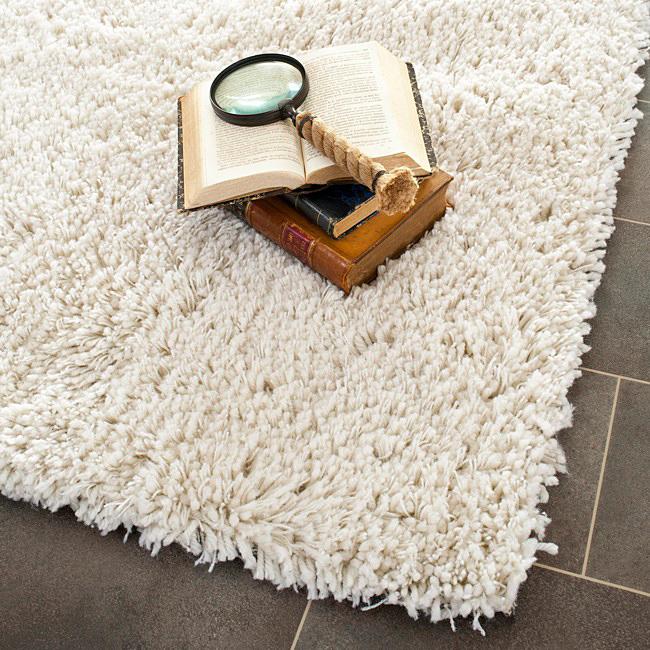 le-tapis-blanc-chaggy-salle-de-sejour-idee-deco