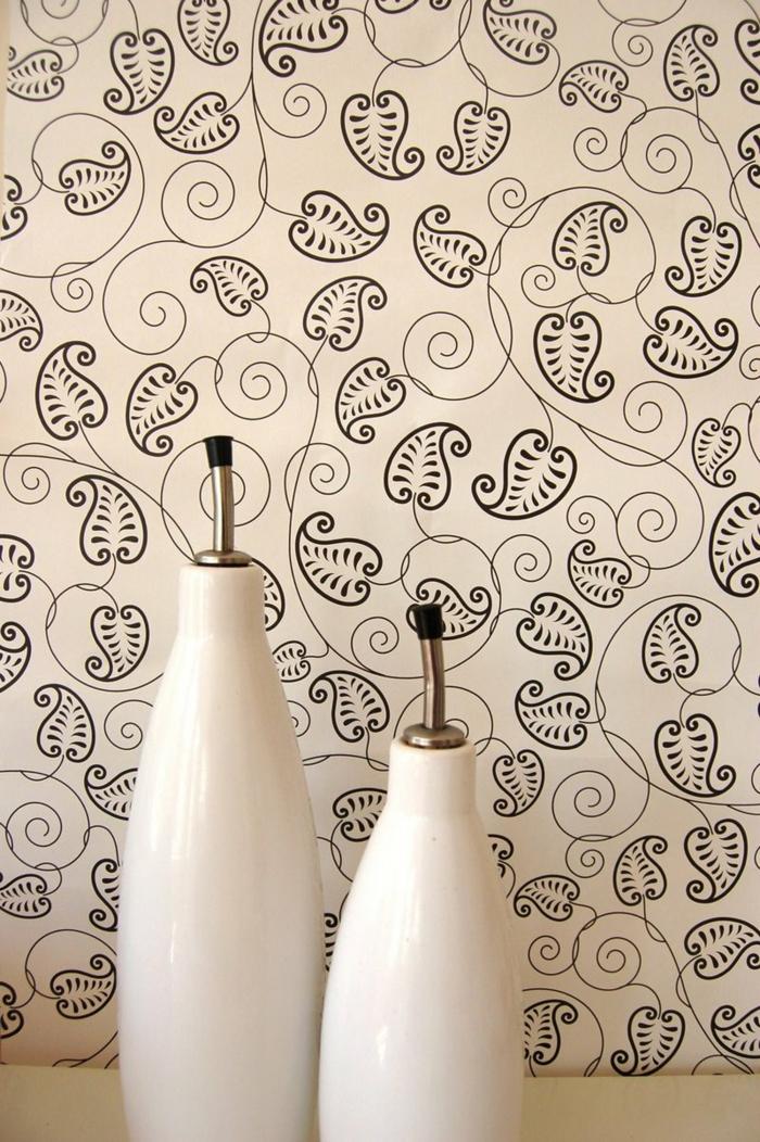 Le papier peint noir et blanc est toujours un singe d\'élégance!