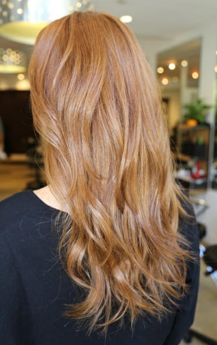 les-cheveux-mi-longs-blond-venitien-meche-blond-mi-longs-femmes-modernes