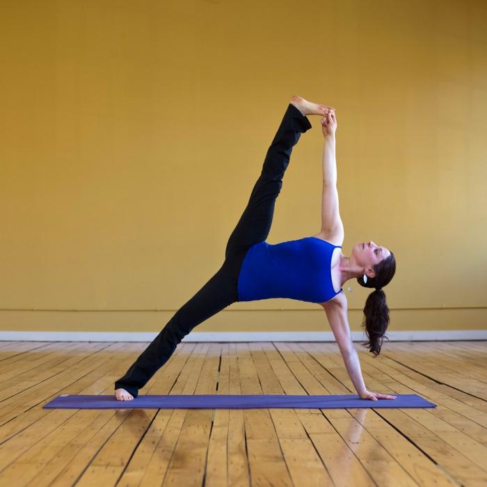 les-exercices-de-yoga-position-yoga-posture-le-tapis-pour-yoga