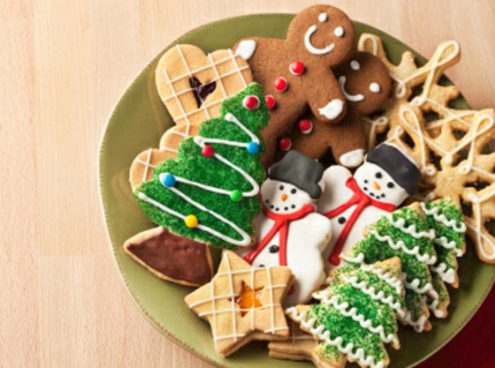 les-meilleures-biscuits-de-noël-recette-biscuit-de-noel-bredele-de-noel-pour-la-table-en-formes-interessantes