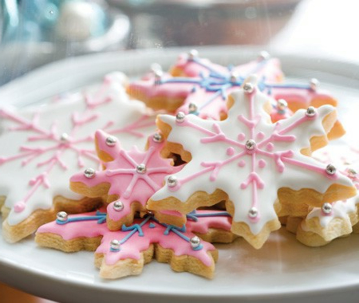 les-meilleurs-biscuit-de-noël-sur-la-table-de-noel-bien-decore-quelle-recette-de-biscuit-de-noel