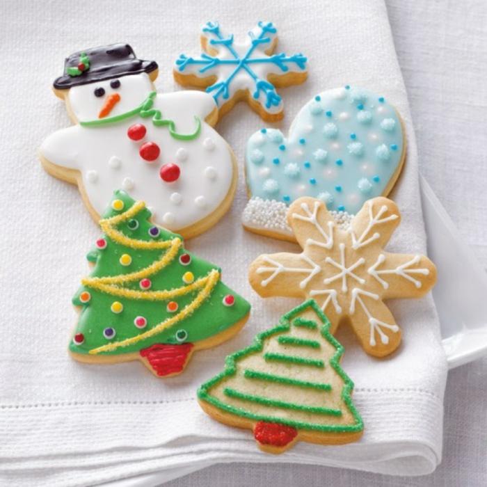 les-meilleurs-bredele-de-noel-biscuit-de-noël-en-forme-de-sapin-et-bonhomme-de-neige