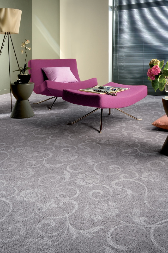 les-tapis-de-salon-moderne-idées-aménagement-salon-fauteuil-en-rose