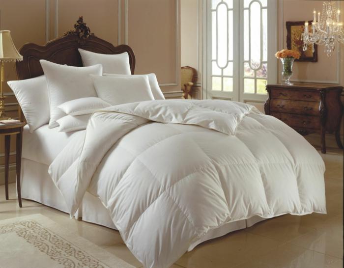 lit-bien-aménagé-taies-d-oreiller-taie-de-traversin-lit-confort