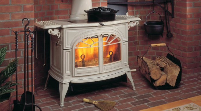 maison-design-d-intérieur-poêle-à-bois-salon-bien-aménagé-belle-idée-à-vous