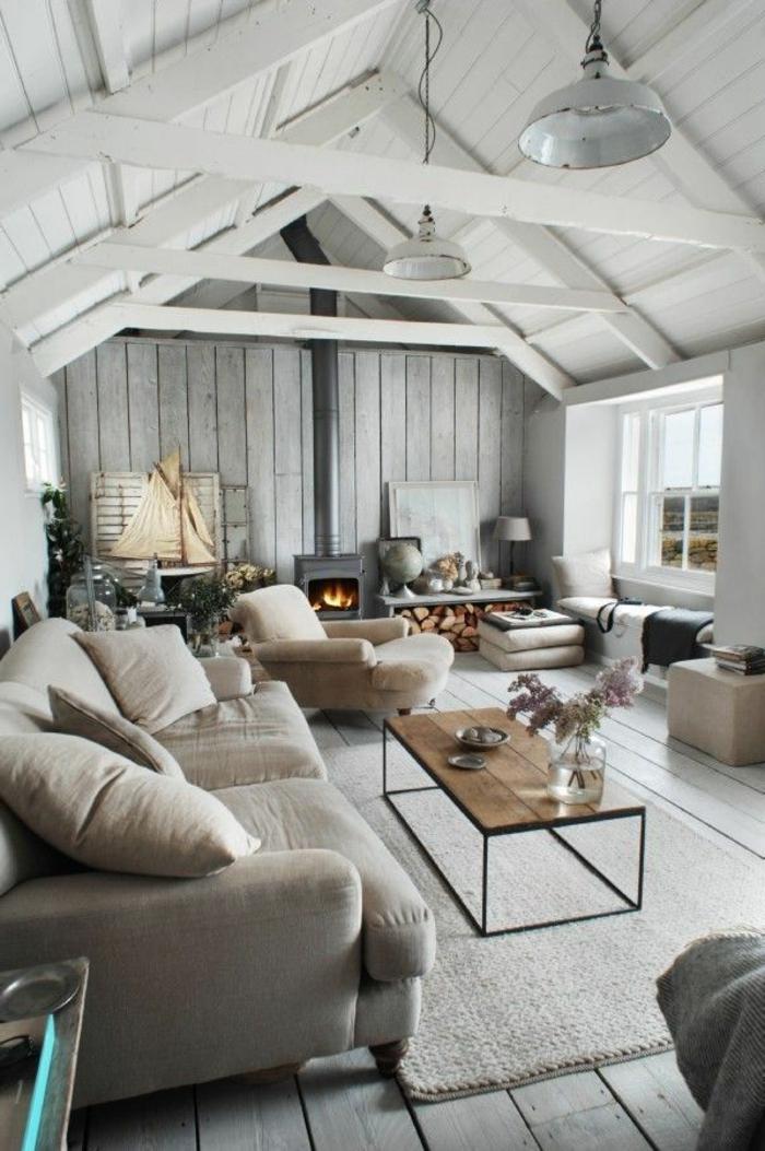 maison-familiale-et-rurale-constructeur-maison-familiale-planchers-gris-et-plafond-blanc-sous-pente