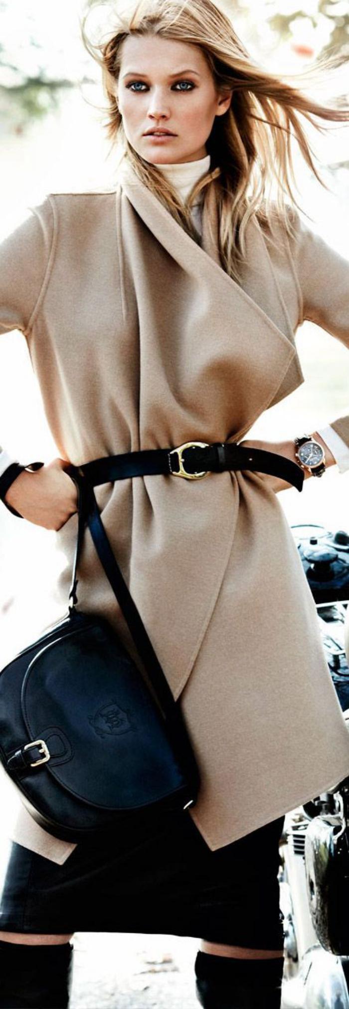 manteau-camel-avec-ceinture-noire
