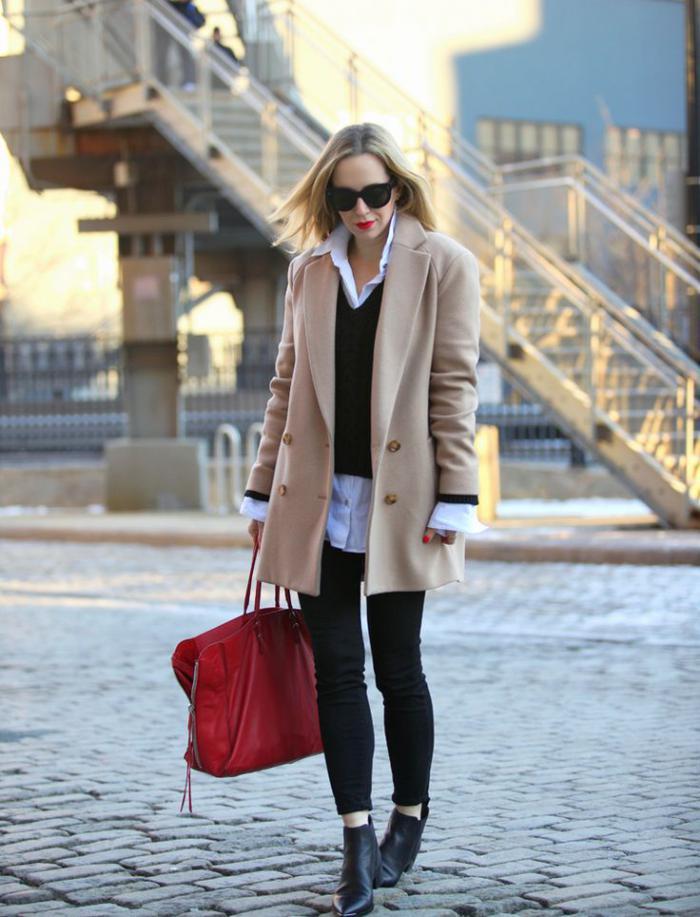 manteau-camel-chemise-blanche-belles-bottes-pantalon-noir