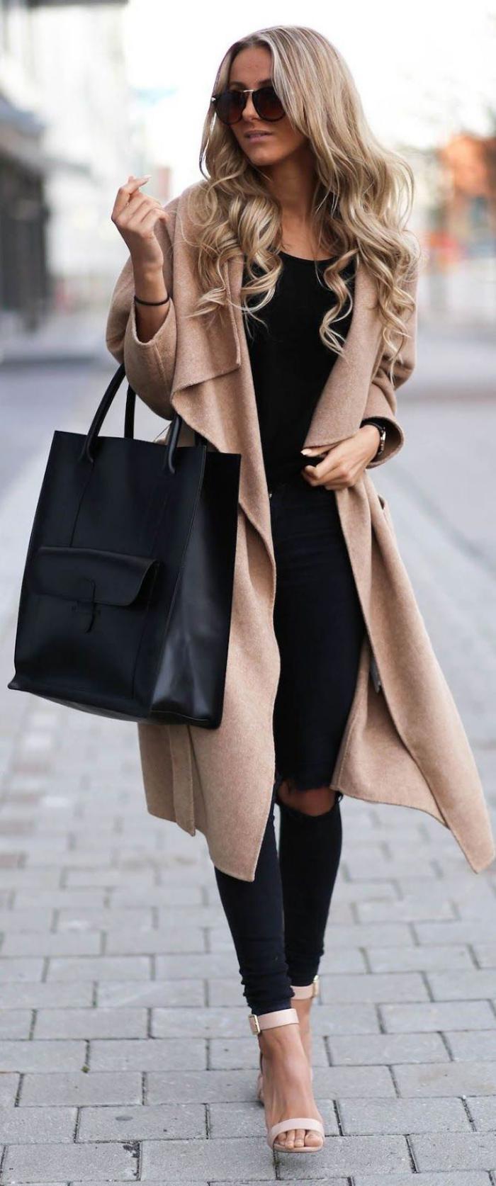manteau-camel-en-laine-bouillie-avec-jeans-déchirés