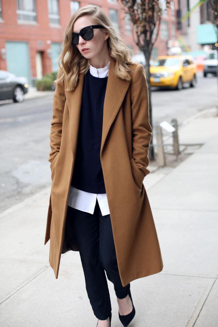 manteau-camel-et-un-look-de-collégienne